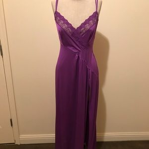 Lovely vintage night gown